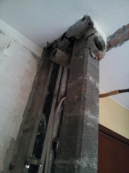 Colona demolita per fare spazio in cucina