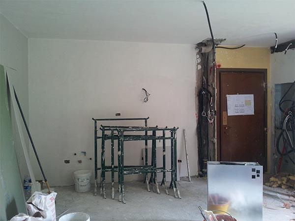 Stato di fatto dell'ambiente cucina dopo le demolizioni