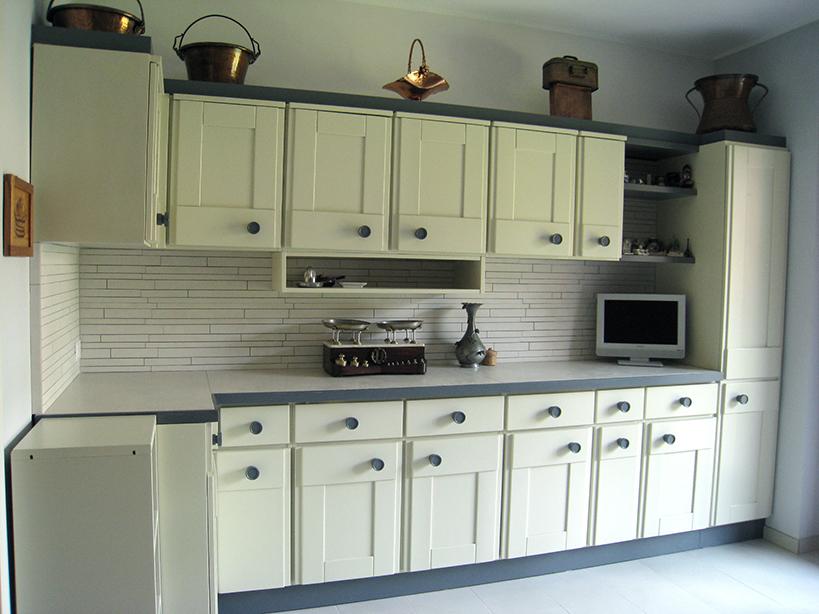 Restyling cucina vecchia 03 progetti di interni - Dipingere ante cucina ...