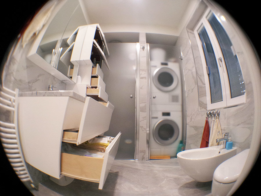 Mobili bagno cassetti aperti