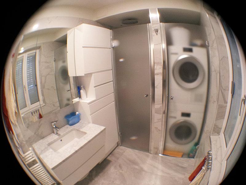 Bagno ristrutturato con mobile lavabo ad incasso