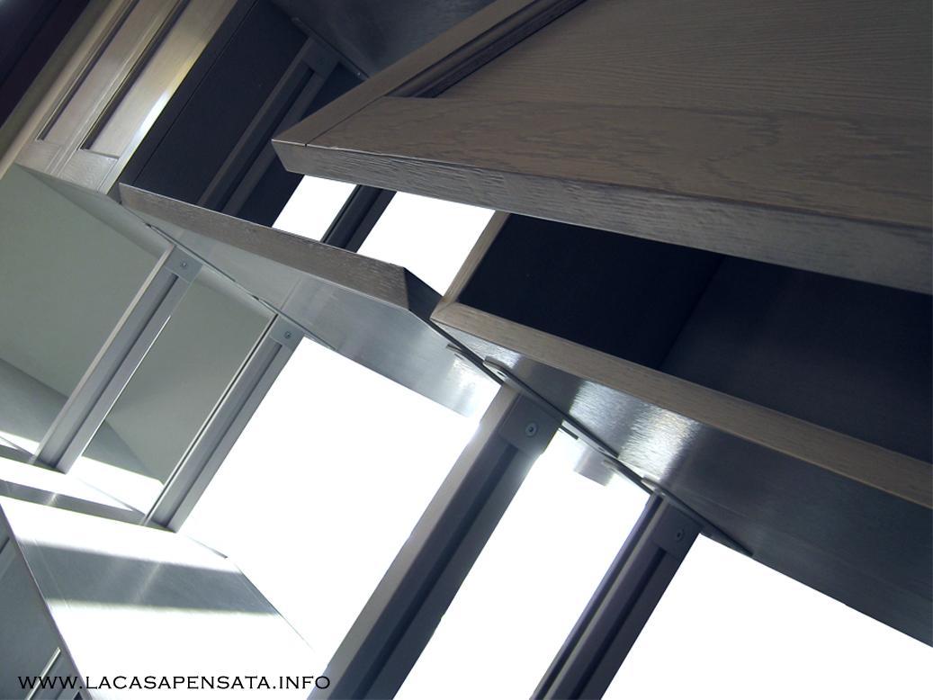 Libreria bifacciale GIANO, ideale per suddividere gli ambienti senza ricorrere ai muri.